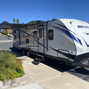 RV Travel trailer - 2018 Keystone Bullet for Sale in Lakeside, CA