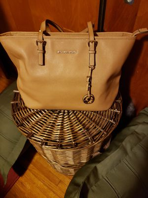 Authentic lg Michael Kors tan purse for Sale in Buffalo, NY