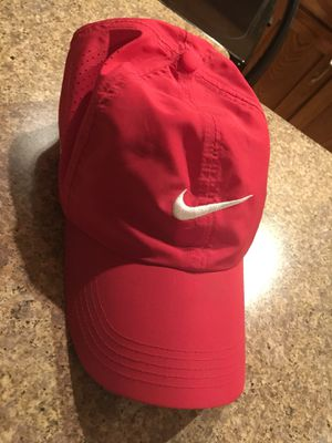 Nike women's hat for Sale in Fort Washington, MD
