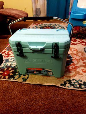 Ozark teal blue 26 QT cooler for Sale in Bonneau, SC