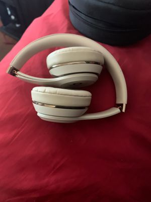Beat wireless Headphones for Sale in Chicago, IL