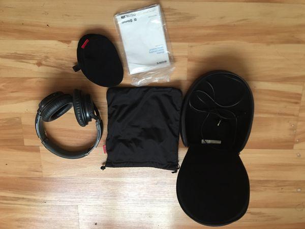 Sony headphones MDRZX770BN