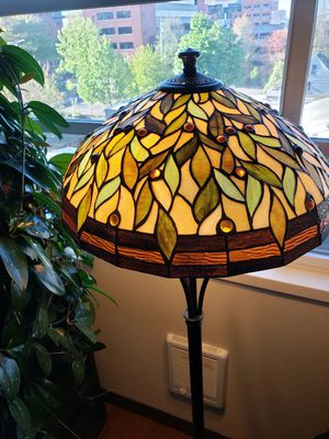 TIFFANY STYLE FLOOR LAMP for Sale in Portland, OR