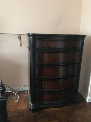 Queen size bed room set in great condition Immediate Sell for Sale in Mount Vernon, NY