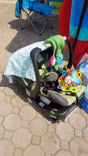 Infant car seat for Sale in Hegins, PA