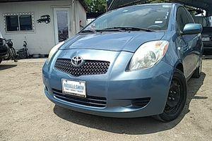 2008 Toyota Yaris stickshift // estandard for Sale in Houston, TX