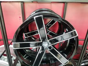Set of four 22 in GIMA Rims like New condition comes with tires for Sale in Detroit, MI