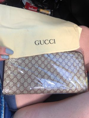 Gucci wallet for Sale in Yelm, WA