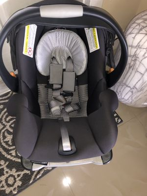 Chicco Key Fit 30 Car seat with Base for Sale in Miami, FL