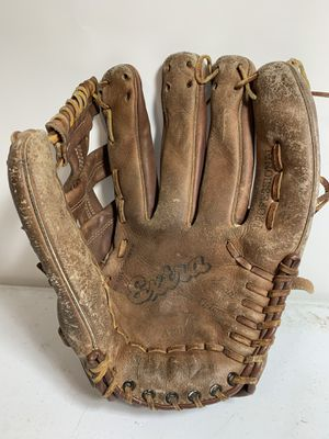 """Vintage WILSON Extra A2914 Right Handed Thrower 13"""" Baseball Glove for Sale in Dallas, TX"""