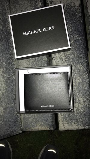 michael kors wallet brand new for Sale in Alexandria, VA