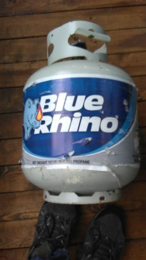 2 blue rhinos and 1 Amerigas 15lbs propane tanks for Sale in Kent, WA