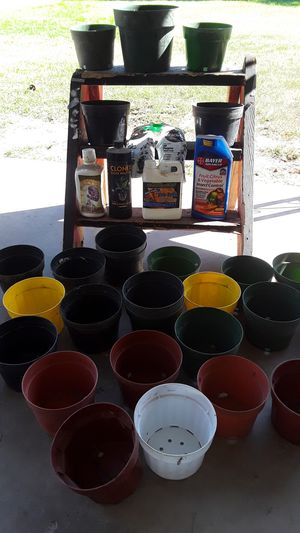Plant pots and stuff for Sale in Fresno, CA
