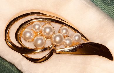 "GOLD & PEARL VINTAGE BROOCH Over 2"" w/ Safety Lock for Sale in Quincy,  MA"