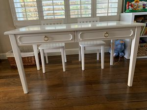 Pottery barn kids table/desk for Sale in Rancho Santa Margarita, CA