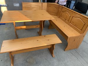Corner kitchen table for Sale in San Bernardino, CA