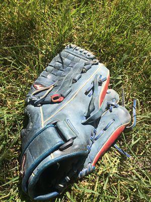 Softball Glove Mizuno for Sale in Manteca, CA