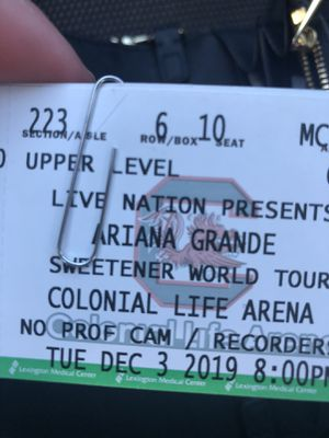 Ariana Grande tickets for tonight for Sale in Columbia, SC