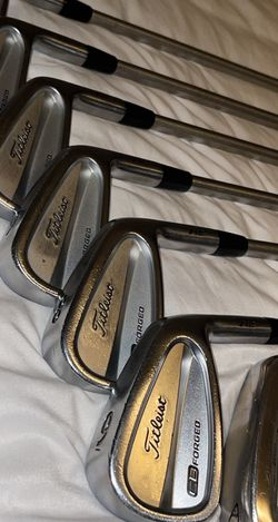 Titleist Golf Iron Set for Sale in Highland,  CA
