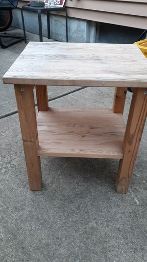 Small Wood side table for Sale in Aurora, IL