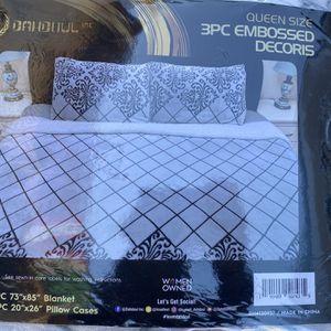 Queen Size 3 Piece Comforter for Sale in Hesperia, CA