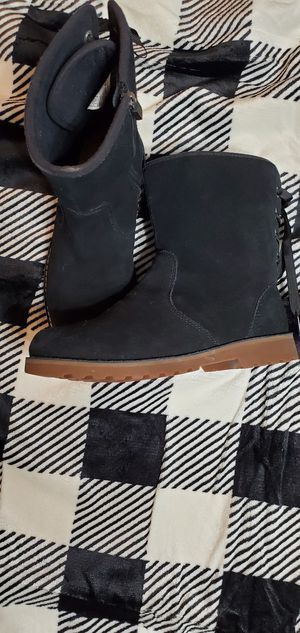 Ugg boots Girl size 5 for Sale in Clinton Township, MI