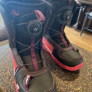 Girls K2 Snowboard Boots Size 2 for Sale in Seattle, WA
