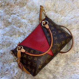 Authentic Louis Vuitton V Tote BB for Sale in Silver Spring, MD
