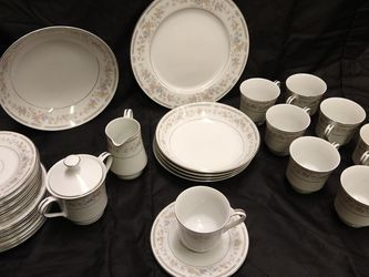 Vintage USS Laura 30 Piece China Set for Sale in Roseville,  CA