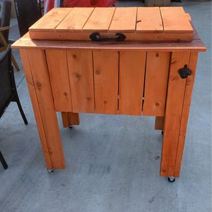 Wood Rolling Ice Chest for Sale in Bakersfield, CA