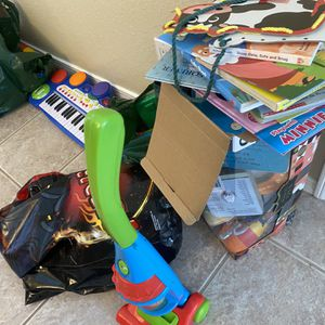 Free Toys for Sale in Albuquerque, NM