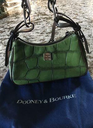 Dooney & Bourke Green croco hobo for Sale in Las Vegas, NV