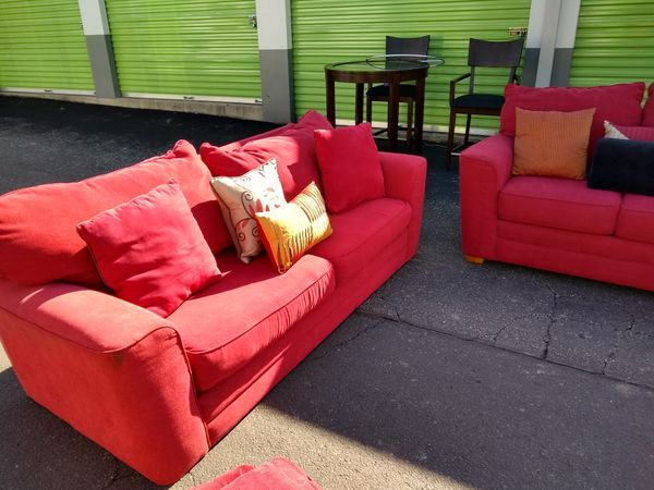 Beautiful couch set must go