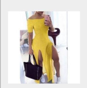 Yellow 2xs split dress for Sale in Snellville, GA