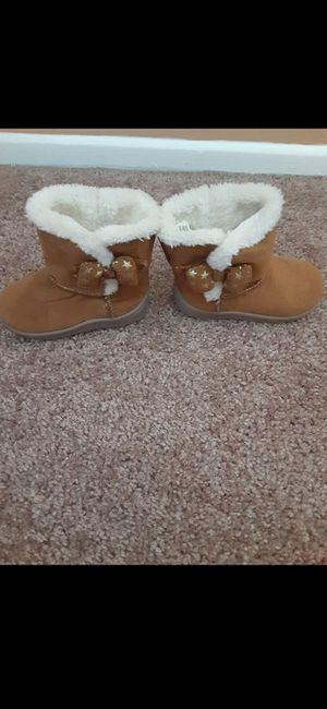 Used like new. Girls Garanimals toddlers boots size 5 (2 for$25) for Sale in Los Angeles, CA