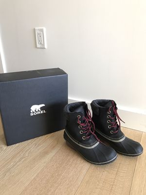 Women's winter snow boots for Sale in PECK SLIP, NY
