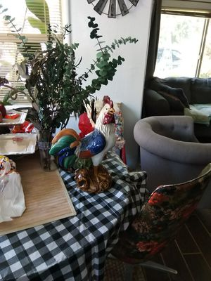 Big huge ceramic Rooster,has issues read bottom for Sale in Hanford, CA