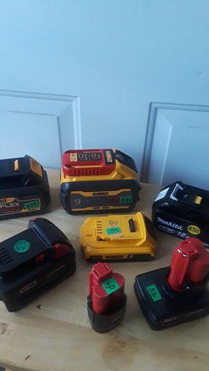 7 diferentes clases de voltaje Milwaukee, makita Dewalt en un solo paquete for Sale in Bellflower, CA