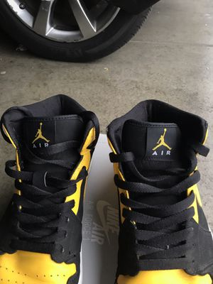 04ffd4fc2adc Jordan 1 Retro mid new love for Sale in Salinas