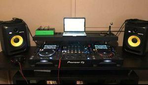 Solo $200 por esta estufa sirve bien/programa de musica para tu laptop telefono tableta I DJ solo$20 for Sale in Chicago, IL
