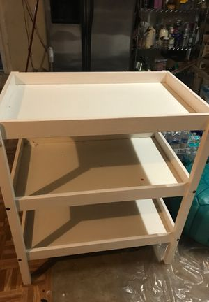 Changing table with changing mattress and two fitted sheets for it for Sale in Cooper City, FL
