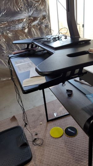 Varidesk with desk, office chair and standing mat. Perfect standing workstation with a standing mat for Sale in Clarksburg, MD