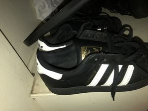 Adidas superstar Size 10/5 for Sale in Los Angeles, CA
