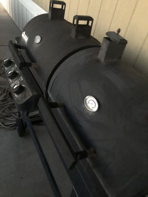 Propane and charcoal grill $180 for Sale in Mesa Grande, AZ