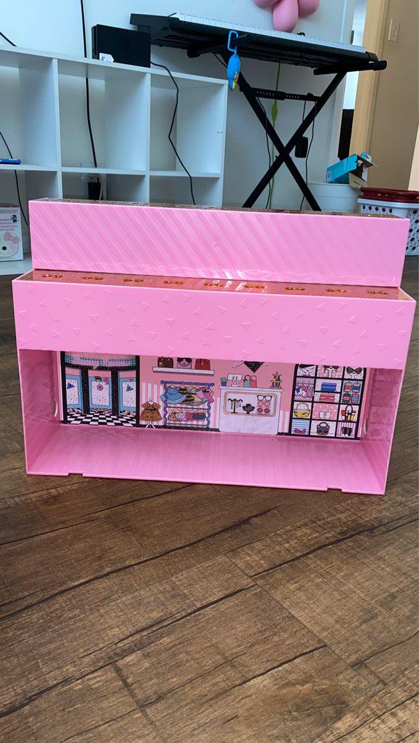LOL Doll pop up store / Display