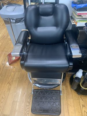 Barber chair for Sale in Brooklyn, NY