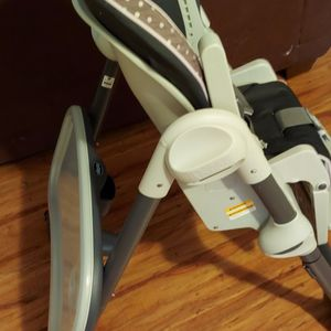 High Chair By Chicco for Sale in Philadelphia, PA