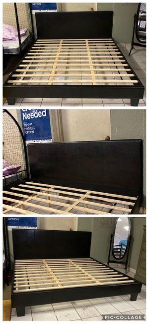 Black King size platform bed frame for Sale in Peoria, AZ