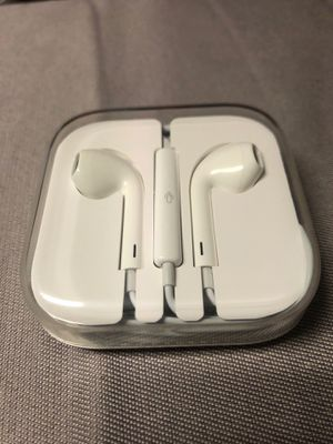 Apple headphones for Sale in Lincolnshire, IL