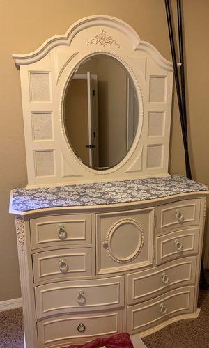 white dresser for Sale in Chandler, AZ